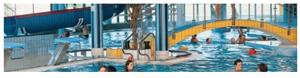 Bilde fra svømmebasseng i badepark. illustrasjon